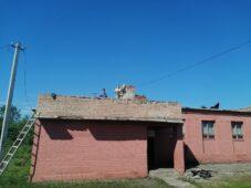 В Курской области жители Льгова устраняют последствия урагана