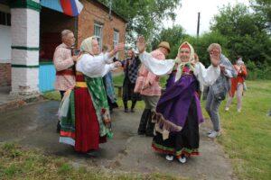 На экскурсию  с украинской песней