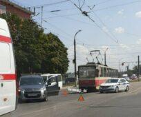 В Курске легковушка врезалась в машину скорой помощи