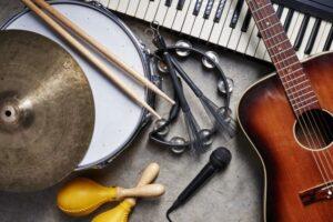 Пять курских образовательных учреждений культуры обновят музыкальные инструменты