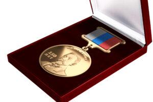 Священник получил медаль Бунина