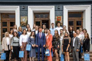 Роман Старовойт встретился с выпускниками-стобалльниками