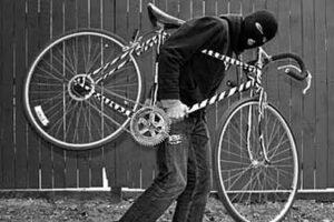 Купальщик лишился велосипеда