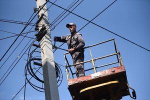 С 15 сентября в Курске начнут срезать незаконно размещенные провода