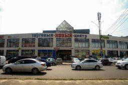 Со здания «Нового рынка» в Курске сняли рекламные вывески