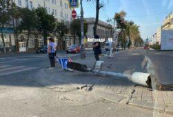 В центре Курска утром упал светофор