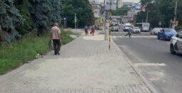 В Курске на улице Дзержинского восстановили разрушенный тротуар