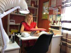 Социальный контракт помог курянке открыть маникюрный кабинет