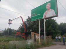 В Курске убрали еще два незаконных рекламных баннера