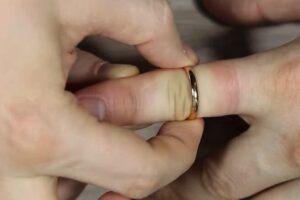Курянина судят за кражу золотых колец у любовницы