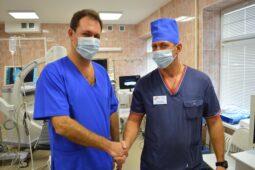 Хирург из Москвы прооперировал курских пациентов
