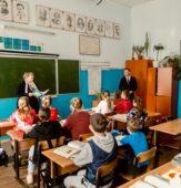 Роман Старовойт поздравил педагогов Курской области с Днем учителя