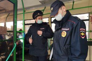 Полиция проверила, как куряне соблюдают масочный режим в транспорте