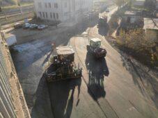 На улице Рышковской в Курске укладывают новый асфальт