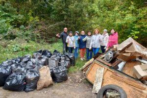 В урочище «Крутой лог» куряне собрали 120 мешков мусора